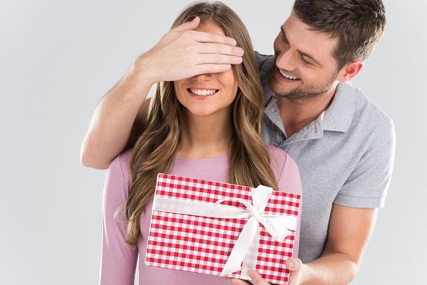 gift to girlfriend